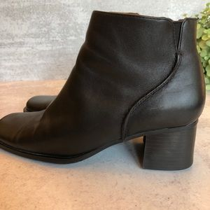 White Mountain black leather zip ankle boo…